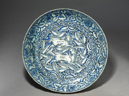 Dish with horsestop