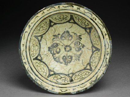 Bowl with floral patterningtop