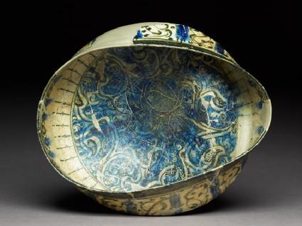 Bowl with arabesquestop