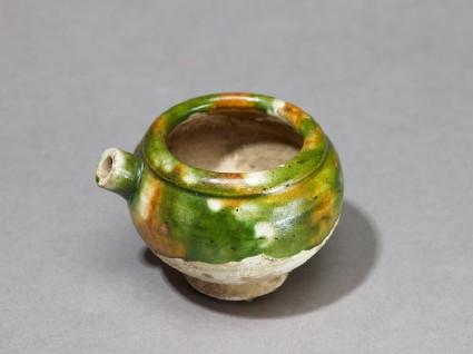 Jar with everted footoblique