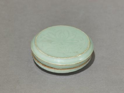 Circular greenware box with lotus flowersoblique