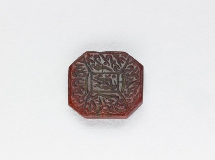 Octagonal bezel seal with nasta'liq inscription and linear decorationfront