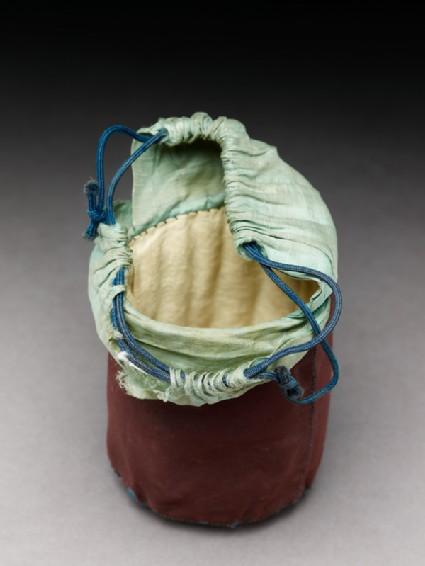 Silk bag for a cricket cageoblique
