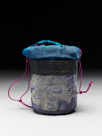 Silk bag for a cricket cageoblique