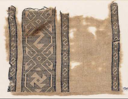 Textile fragment with reversed S-shapes and a spiralfront