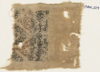 Textile fragment with linked diamond-shapes and trianglesfront