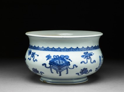 Blue-and-white jardiniere in the form of an incense bowloblique