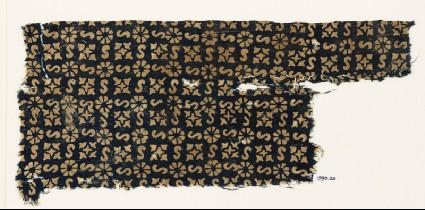 Textile fragment with S-shapes, rosettes, and quatrefoilsfront