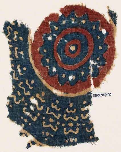 Textile fragment with a large circlefront
