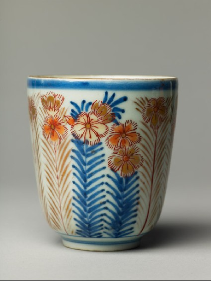 Cup with chrysanthemumsside