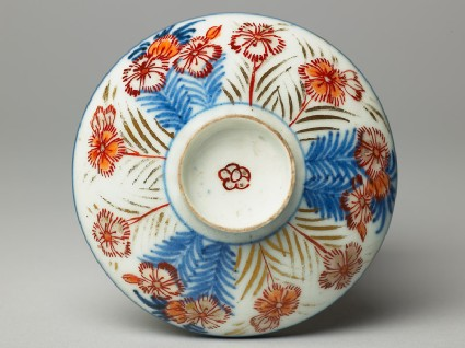 Lid with chrysanthemumstop