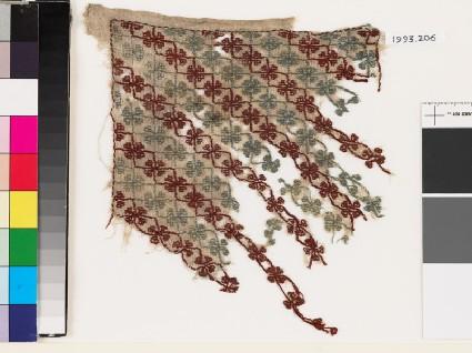Textile fragment with quatrefoils and stemsfront