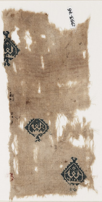 Textile fragment with diamond-shaped medallions containing a pseudo-kufic wordfront