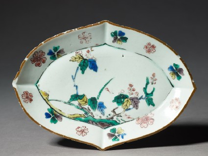 Lozenge-shaped dish with floral decorationtop