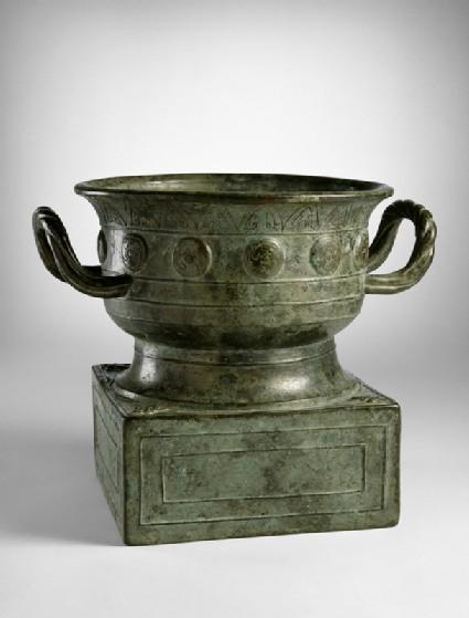 Ritual food vessel, or gui, with inscriptionoblique