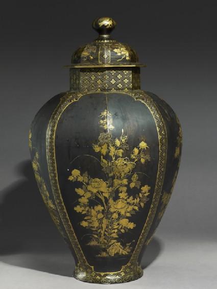 Octagonal jar with flowersside