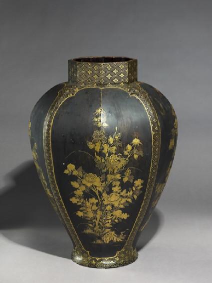 Octagonal jar with flowersoblique