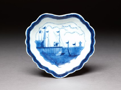 Dish with European seascape in the van Frijtom styletop