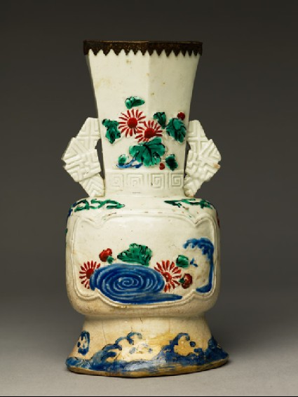 Vase with flowers and wavesside