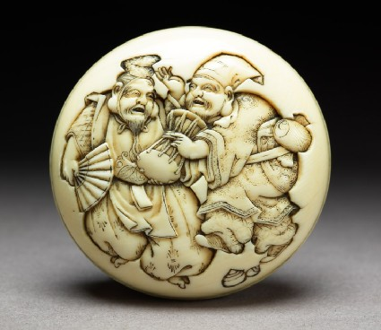Manjū netsuke depicting the gods Daikoku and Ebisu dressed as manzai dancersfront
