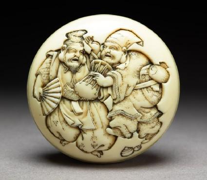 Manjū netsuke depicting the gods Daikoku and Ebisu dressed as manzai dancersfront