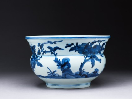 Bowl with trees and birdsside