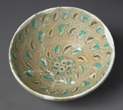 Bowl with leavestop