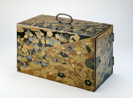 Box with mon crests of the Inaba familyoblique