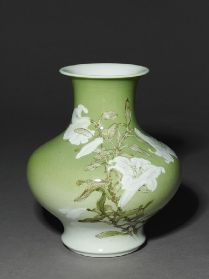 Vase with white lilies and birdsoblique