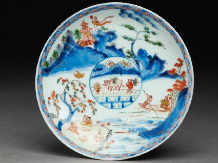Saucer with Japanese picnic scenetop