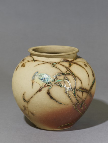Vase depicting a kingfisher sitting on a reedoblique