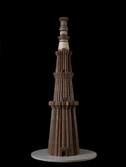 Model of the Qutub Minar at Delhifront