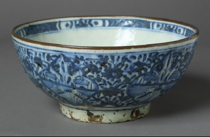 Bowl with floral decorationfront
