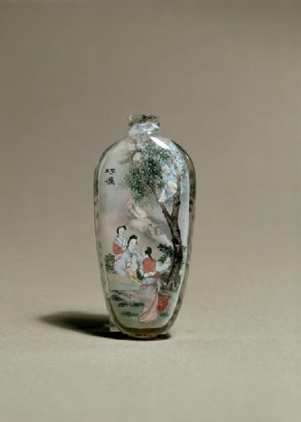 Snuff bottle depicting a scene from Strange Tales of a Scholar's Studioside