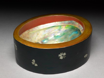 Bowl with cherry blossomsoblique