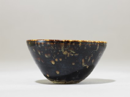 Black ware tea bowl with 'tortoiseshell' glazesside