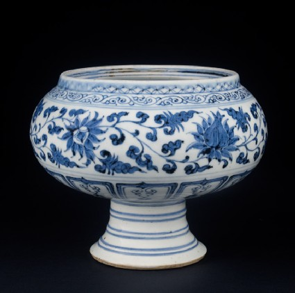 Blue-and-white stem bowl with lotus flowers and mandarin ducksoblique
