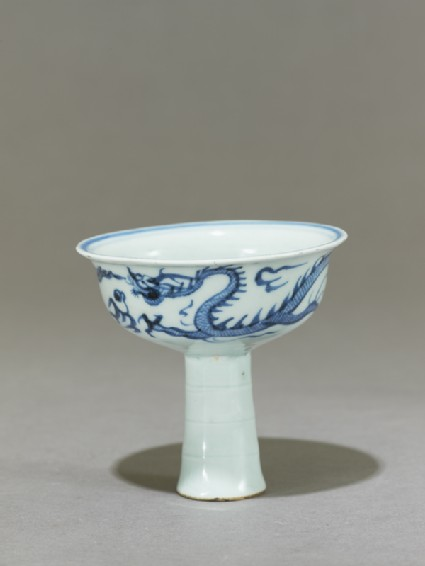 Blue-and-white stem cup with a dragon and flowerside