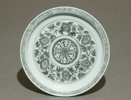 Porcelain saucer dish with flowerstop