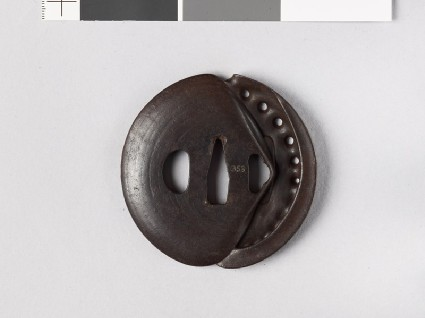 Tsuba in the form of awabi and clam shellsfront