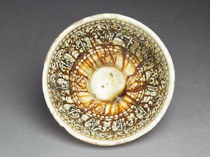 Bowl with birdstop