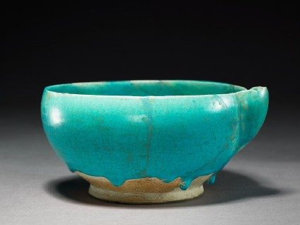 Spouted bowl with undulating wavesoblique