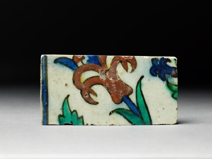 Tile fragment with tuliptop