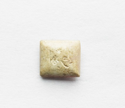 Rectangular cabochon seal with inscription in cursive script and star decorationfront