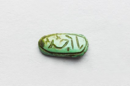Oval cabochon amulet with inscription in cursive script and branch decorationfront