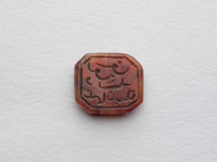 Octagonal bezel seal with naskhi inscription and linear decorationfront