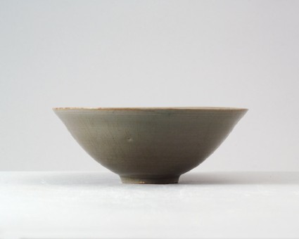 Greenware bowl with peony decorationfront