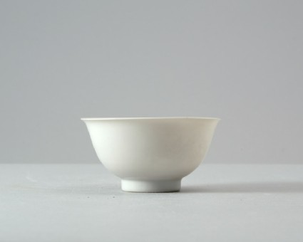 White ware bowl with two dragons and cloudsfront
