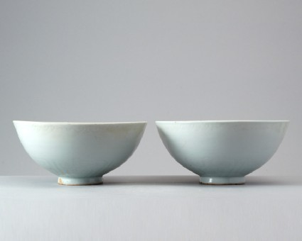 White ware bowl with wild geesefront