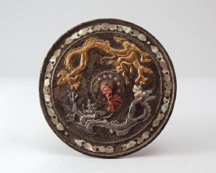 Ritual mirror with two dragons chasing each otherfront